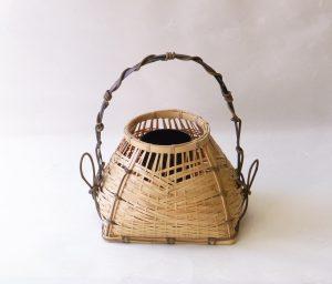茶道具 茶の湯 茶道 花入れ 竹製 宗全籠 久田宗全の好み 置き専用 底が四方 口作りは丸い 手が短く 黒竹