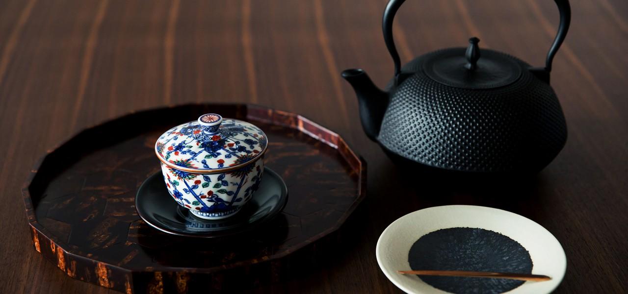是不是在少见的高档,高品质的漆器和陶器日本制造百货商场,茶器具10000点以上在任何时候都展出琳琅满目的股票。我们为客户提供一流的产品,这是一丝不苟使用的材料,质量和易用性。题记的产品镶满提出从著名作家能工巧匠。岐阜市mitono町,茶花工具,工艺品,的漆器是一个玻璃器皿店。我们期待着为我们的客户一定的信任和创立1904的知识。