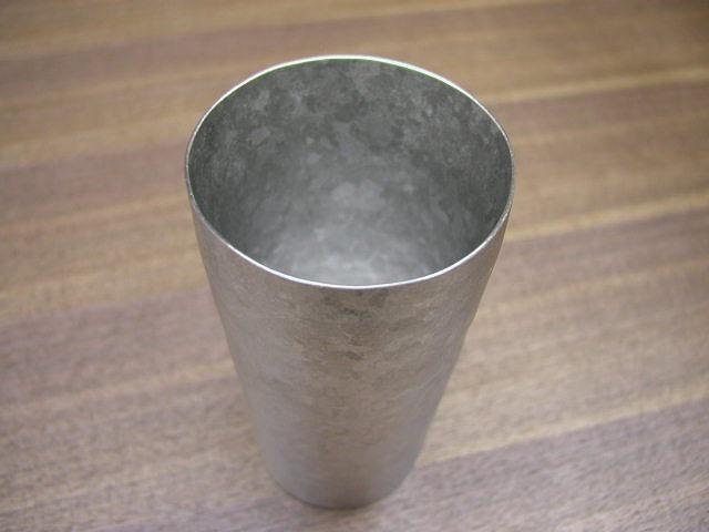 チタン製 二重タンブラー 日本製 耐食性 超軽量 ノンアレルギー 堅牢 さびにくい 安らぎ いやし よりおいしく 安心 機能的 長持ち 人気 おすすめ 高機能 ネット通販 ネットショップ  ガラス比2倍の保冷効果 汚れが付きにくい 泡立効果 硬い 保温効果 結露しにくい 持っても熱くない 氷が溶けにくい 冷めにくい 指紋あとが付きにくい 高強度 艶消し 極薄 匠の技 熟練職人 日本製 高品質 安らぎ いやし よりおいしく 安心 機能的 長持ち 人気 おすすめ 高機能 ネット通販 ネットショップ セレクトショップ 欲しい 購入 買う 買い物 岐阜県 岐阜市 美殿町 特別な 選び抜かれた 品質重視 使いやすい 格安 老舗 ギフト 誕生日 結婚 出産 入学 退職 母の日 父の日 敬老の日 クリスマス プレゼント 引き出物 法要 お返し 贈り物 記念品 長寿 お祝い 御礼 内祝い 外国土産 海外みやげ 実店舗 創業100年以上 使うと分かる職人技 日本一の品揃え 日本一の在庫数 専門店 専門知識 数千点の在庫 百貨店(高島屋 三越 伊勢丹 松坂屋 大丸)にない 手造り お洒落 高級品 希少価値 上質な器 伝統工芸品
