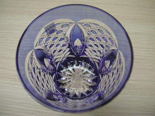江戸切子 日本製 伝統工芸品  匠の技 熟練の職人技 クリスタルガラス 高級感 重厚感 清涼感 透明感 ロックグラス カットの細かさ 美しさ 日本一の切子グラス 最高の使い心地 適度な重さ モダンなデザイン 円を基調としたデザイン 緻密なカット しっくりと手に馴染む 心地よく、すべりにくい 高級ロックグラス 高い技術 280CC 宝石のような輝く 芸術もの 日本製 高品質 安らぎ いやし よりおいしく 安心 機能的 長持ち 人気 おすすめ 高機能 ネット通販 ネットショップ セレクトショップ 欲しい 購入 買う 買い物 岐阜県 岐阜市 美殿町 特別な 選び抜かれた 品質重視 使いやすい 格安 老舗 ギフト 誕生日 結婚 出産 入学 退職 母の日 父の日 敬老の日 クリスマス プレゼント 引き出物 法要 お返し 贈り物 記念品 長寿 お祝い 御礼 内祝い 外国土産 海外みやげ 実店舗 創業100年以上 使うと分かる職人技 日本一の品揃え 日本一の在庫数 専門店 専門知識 数千点の在庫 百貨店(高島屋 三越 伊勢丹 松坂屋 大丸)にない 手造り お洒落 高級品 希少価値 上質な器 伝統工芸品