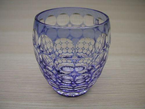 江戸切子 日本製 伝統工芸品 鍋谷聡 匠の技 熟練の職人技 クリスタルガラス 高級感 重厚感 清涼感 透明感 ロックグラス カットの細かさ 美しさ 日本一の切子グラス 最高の使い心地 適度な重さ モダンなデザイン 円を基調としたデザイン 緻密なカット しっくりと手に馴染む 心地よく、すべりにくい 高級ロックグラス 高い技術 250CC 日本製 高品質 安らぎ いやし よりおいしく 安心 機能的 長持ち 人気 おすすめ 高機能 ネット通販 ネットショップ セレクトショップ 欲しい 購入 買う 買い物 岐阜県 岐阜市 美殿町 小林漆陶 特別な 選び抜かれた 品質重視 使いやすい 格安 老舗 ギフト 誕生日 結婚 出産 入学 退職 母の日 父の日 敬老の日 クリスマス プレゼント 引き出物 法要 お返し 贈り物 記念品 叙勲 長寿 お祝い 御礼 内祝い 外国土産 海外みやげ 実店舗 創業100年以上 使うと分かる 職人技 日本一の品揃え 日本一の在庫数 専門店 専門知識 数千点の在庫 百貨店(高島屋 三越 伊勢丹 松坂屋 大丸)にない 手造り お洒落 高級品 希少価値 上質な器 伝統工芸品 コスパ お値打ち お買い得 堅牢 飽きない 永く使える お気に入り 国産 料理が映える 満足感 豊かな食生活 豊かな食文化 こだわりの器 日本文化 他にない ここにしかない オリジナル 独自の 個性的 ここでしか買えない 超レアもの 一品もの 現品限り 入手困難 いい器 匠の技 美しい 実用的 御礼 外人が喜ぶ店 外人が珍しがる店 外人がうれしい店 日本各地の一級品を売る店 日本全国の器を売る店