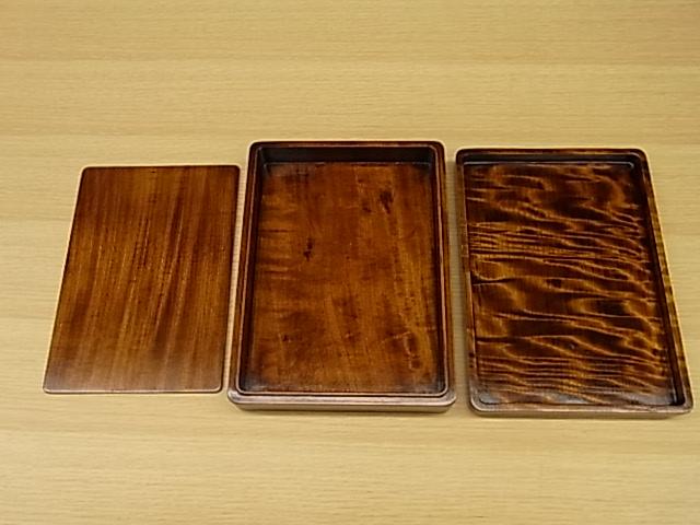 漆器 日本製 讃岐塗 くり抜き 木製 硯箱 堅牢 高い耐久性 一生もの すりうるし 美しい木目 本物 厳選された素材 日本製 高品質 安らぎ いやし よりおいしく 安心 機能的 長持ち 人気 おすすめ 高機能 ネット通販 ネットショップ セレクトショップ 欲しい 購入 買う 買い物 岐阜県 岐阜市 美殿町 特別な 選び抜かれた 品質重視 使いやすい 格安 老舗 ギフト 誕生日 結婚 出産 入学 退職 母の日 父の日 敬老の日 クリスマス プレゼント 引き出物 法要 お返し 贈り物 記念品 長寿 お祝い 御礼 内祝い 外国土産 海外みやげ 実店舗 創業100年以上 使うと分かる職人技 日本一の品揃え 日本一の在庫数 専門店 専門知識 数千点の在庫 百貨店(高島屋 三越 伊勢丹 松坂屋 大丸)にない 手造り お洒落 高級品 希少価値 上質な器 伝統工芸品