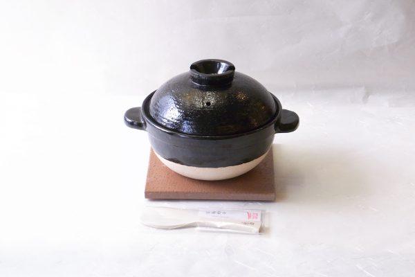 陶器 ご飯土鍋 伊賀焼 長谷園 長谷製陶 カンブリア宮殿 NHK出演 改良に改良を重ねた 品薄 この土鍋で炊いたご飯のおいしさは実証済み お米本来のもっちり感 甘み しっかりした噛み応え 火加減必要なし 誰が炊いても、ほぼ同じように出来上がる 初めに点火してから火を切るまで一度も火を調整しなくてもいいように設計されています。簡単 早い 美味しい 本当に美味しいご飯をを味わってください 日本製 陶器 漆器 茶道具 華道具 専門店 リアル店舗 高品質 安らぎ いやし よりおいしく 安心 機能的 長持ち 人気 おすすめ 高機能 ネット通販 ネットショップ セレクトショップ 欲しい 購入 買う 買い物 岐阜県 岐阜市 美殿町 小林漆陶 特別な 選び抜かれた 品質重視 使いやすい 格安 老舗 ギフト 誕生日 結婚 出産 入学 退職 母の日 父の日 敬老の日 クリスマス プレゼント 引き出物 法要 お返し 贈り物 記念品 叙勲 長寿 お祝い 御礼 内祝い 外国土産 海外みやげ 実店舗 創業100年以上 使うと分かる 職人技 日本一の品揃え 日本一の在庫数 専門店 専門知識 数千点の在庫 百貨店(高島屋 三越 伊勢丹 松坂屋 大丸)にない 手造り お洒落 高級品 希少価値 上質な器 伝統工芸品 コスパ お値打ち お買い得 堅牢 飽きない 永く使える お気に入り 国産 料理が映える 満足感 豊かな食生活 豊かな食文化 こだわりの器 日本文化 他にない ここにしかない オリジナル 独自の 個性的 ここでしか買えない 超レアもの 一品もの 現品限り 入手困難 いい器 匠の技 美しい 実用的 御礼 外人が喜ぶ店 外人が珍しがる店 外人がうれしい店 日本各地の一級品を売る店 日本全国の器を売る店 引出物