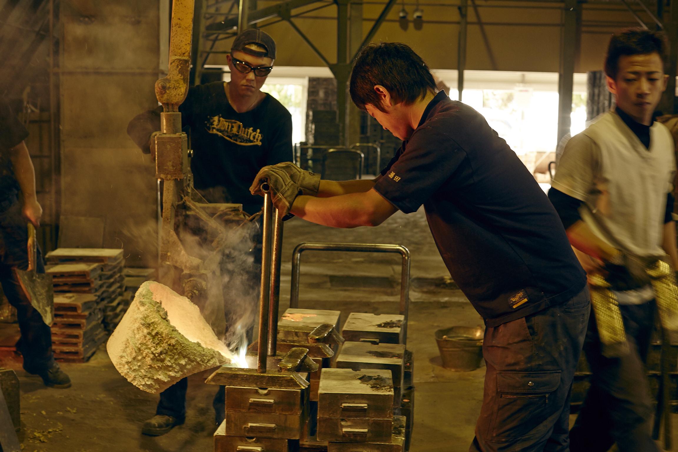 金属製品 日本製 能作 錫100% ビアカップ 200㏄ 金・銀に次ぐ高価な金属 酸化しにくい 抗菌作用が強い 錆びに強い 変色しにくい 人体に無害 安心 紀元前1500年 古代エジプト王朝 正倉院 宝物 腐りにくい 雑味が抜け 美味しくなる まろやかな味わいになる 酸味や苦みが抑えられる 伝導率がいい 冷たさが飲み口まで伝わる 爽快な飲み応え 飲み物が長持ちする 花も長持ち 柔らかい 手で曲げられる 好みの形に変形 オリジナルマイカップ 晩酌用 贈り物 プレゼント 喜ばれる 日本製 陶器 磁器 陶磁器 漆器 茶道具 華道具 贈り物 ギフト 記念品 引出物 法要 お返し 専門店 リアル店舗 茶の湯 茶道 裏千家 表千家 茶会 月釜 抹茶 高品質 安らぎ いやし よりおいしく 安心 機能的 長持ち 人気 おすすめ 高機能 ネット通販 ネットショップ セレクトショップ 欲しい 購入 買う 買い物 岐阜県 岐阜市 美殿町 小林漆陶 特別な 選び抜かれた 品質重視 使いやすい 格安 老舗 誕生日 結婚 出産 入学 退職 母の日 父の日 敬老の日 クリスマス プレゼント 叙勲 長寿 新築 お祝い 御礼 内祝い 外国土産 海外みやげ 実店舗 創業100年以上 使うと分かる 職人技 日本一の品揃え 日本一の在庫数 専門店 専門知識 数万点の在庫 百貨店(高島屋 三越 伊勢丹 松坂屋 大丸)にない 手作り お洒落 高級品 希少価値 上質な器 伝統工芸品 コスパ お値打ち お買い得 堅牢 飽きない 永く使える お気に入り 国産 料理が映える 満足感 豊かな食生活 豊かな食文化 こだわりの器 日本文化 他にない ここにしかない オリジナル 独自の 個性的 ここでしか買えない 超レアもの 一品もの 現品限り 入手困難 いい器 匠の技 美しい 実用的 外人が喜ぶ店 外人が珍しがる店 外人がうれしい店 日本各地の一級品を売る店 日本全国の器を売る店 本当にいいもの コスパ高い 一流品 修理 選りすぐりの逸品 周年記念 永年勤続表彰 退職記念 卒業記念 日本土産 岐阜土産 岐阜のおみやげ 岐阜の特産品 料理を引き立てる器 高級店 一流店 岐阜で一番 東海で一番 中部で一番 日本で一番 おしゃれな店 地域一番店 実店舗 陶磁器 磁器 華道具 ガラス器 明治42年創業 有田焼 清水焼 美濃焼 赤津焼 万古焼 常滑焼 九谷焼 唐津焼 萩焼 信楽焼 万古焼 砥部焼 備前焼 丹波焼 山中塗 春慶塗 讃岐塗 越前塗 輪島塗 紀州塗 会津塗 小田原木工 桜皮細工 秋田杉 駿河竹細工 七宝焼 南部鉄器 錫製品 江戸切子 津軽びいどろ 金属製 日本製 能作 錫100% KAGO スクエア Lサイズ 金・銀に次ぐ高価 酸化しにくい 抗菌作用 金属アレルギーになりにくい 紀元前1500年頃 古代エジプト王朝 正倉院 錫製の宝物 やわらかい 手で曲げることが出来る 自由自在 様々な使い方 花器 アート 使い方は無限 日常使いでも安心 日本製 陶器 磁器 陶磁器 漆器 茶道具 華道具 贈り物 ギフト 記念品 引出物 法要 お返し 専門店 リアル店舗 茶の湯 茶道 裏千家 表千家 茶会 月釜 抹茶 高品質 安らぎ いやし よりおいしく 安心 機能的 長持ち 人気 おすすめ 高機能 ネット通販 ネットショップ セレクトショップ 欲しい 購入 買う 買い物 岐阜県 岐阜市 美殿町 小林漆陶 特別な 選び抜かれた 品質重視 使いやすい 格安 老舗 誕生日 結婚 出産 入学 退職 母の日 父の日 敬老の日 クリスマス プレゼント 叙勲 長寿 新築 お祝い 御礼 内祝い 外国土産 海外みやげ 実店舗 創業100年以上 使うと分かる 職人技 日本一の品揃え 日本一の在庫数 専門店 専門知識 数万点の在庫 百貨店(高島屋 三越 伊勢丹 松坂屋 大丸)にない 手作り お洒落 高級品 希少価値 上質な器 伝統工芸品 コスパ お値打ち お買い得 堅牢 飽きない 永く使える お気に入り 国産 料理が映える 満足感 豊かな食生活 豊かな食文化 こだわりの器 日本文化 他にない ここにしかない オリジナル 独自の 個性的 ここでしか買えない 超レアもの 一品もの 現品限り 入手困難 いい器 匠の技 美しい 実用的 外人が喜ぶ店 外人が珍しがる店 外人がうれしい店 日本各地の一級品を売る店 日本全国の器を売る店 本当にいいもの コスパ高い 一流品 修理 選りすぐりの逸品 周年記念 永年勤続表彰 退職記念 卒業記念 日本土産 岐阜土産 岐阜のおみやげ 岐阜の特産品 料理を引き立てる器 高級店 一流店 岐阜で一番 東海で一番 中部で一番 日本で一番 おしゃれな店 地域一番店 実店舗 陶磁器 磁器 華道具 ガラス器