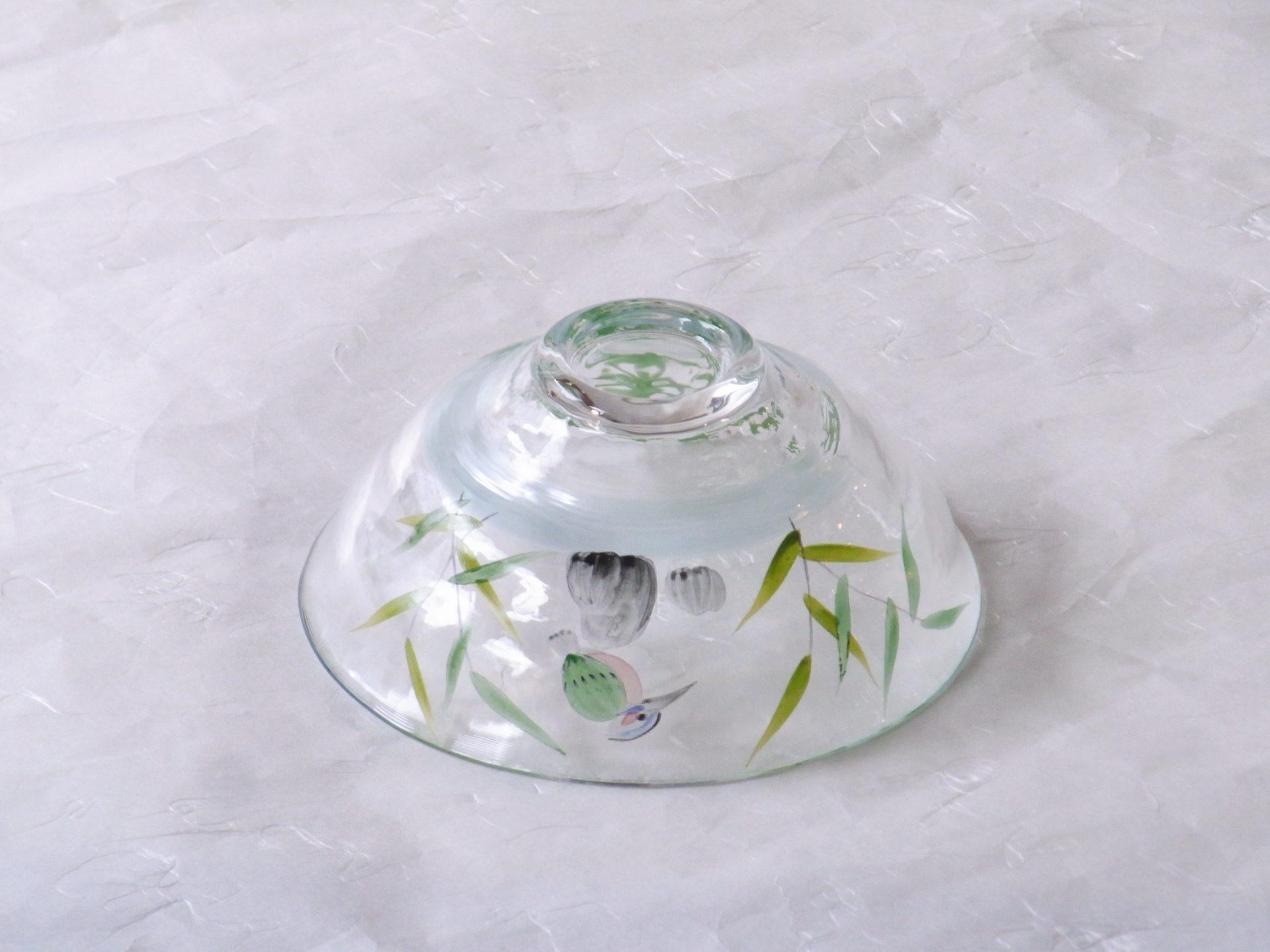 日本製 こてまり かわせみ 耐熱ガラス 抹茶碗 涼し気 川の上流 ほとり 青楓 あおかえで 笹のような 長い葉の植物 青々 水々しい 暑い夏にぴったり 透明感 うすいブルー 筋 流水 緑の葉 変化 口が開いて 背が低め 平茶碗と同じ形 外側から絵付け 内側から見られる 高台低め 安定 刺身鉢 デザート鉢 盛小鉢 季節の器 食材を引き立てる あっさりと 寂しくないよう 食材は抹茶を引き立てる 絵付け 日本製 陶器 磁器 陶磁器 漆器 茶道具 華道具 贈り物 ギフト 記念品 引出物 法要 お返し 専門店 リアル店舗 茶の湯 茶道 裏千家 表千家 茶会 月釜 抹茶 高品質 安らぎ いやし よりおいしく 安心 機能的 長持ち 人気 おすすめ 高機能 ネット通販 ネットショップ セレクトショップ 欲しい 購入 買う 買い物 岐阜県 岐阜市 美殿町 小林漆陶 特別な 選び抜かれた 品質重視 使いやすい 格安 老舗 誕生日 結婚 出産 入学 退職 母の日 父の日 敬老の日 クリスマス プレゼント 叙勲 長寿 新築 お祝い 御礼 内祝い 外国土産 海外みやげ 実店舗 創業100年以上 使うと分かる 職人技 日本一の品揃え 日本一の在庫数 専門店 専門知識 数万点の在庫 百貨店(高島屋 三越 伊勢丹 松坂屋 大丸)にない 手作り お洒落 高級品 希少価値 上質な器 伝統工芸品 コスパ お値打ち お買い得 堅牢 飽きない 永く使える お気に入り 国産 料理が映える 満足感 豊かな食生活 豊かな食文化 こだわりの器 日本文化 他にない ここにしかない オリジナル 独自の 個性的 ここでしか買えない 超レアもの 一品もの 現品限り 入手困難 いい器 匠の技 美しい 実用的 外人が喜ぶ店 外人が珍しがる店 外人がうれしい店 日本各地の一級品を売る店 日本全国の器を売る店 本当にいいもの コスパ高い 一流品 修理 選りすぐりの逸品 周年記念 永年勤続表彰 退職記念 卒業記念 日本土産 岐阜土産 岐阜のおみやげ 岐阜の特産品 料理を引き立てる器 高級店 一流店 岐阜で一番 東海で一番 中部で一番 日本で一番 おしゃれな店 地域一番店 実店舗 陶磁器 磁器 華道具 ガラス器 明治42年創業 有田焼 清水焼 美濃焼 赤津焼 万古焼 常滑焼 九谷焼 唐津焼 萩焼 信楽焼 万古焼 砥部焼 備前焼 丹波焼 山中塗 春慶塗 讃岐塗 越前塗 輪島塗 紀州塗 会津塗 小田原木工 桜皮細工 秋田杉 駿河竹細工 七宝焼 南部鉄器 錫製品 江戸切子 津軽びいどろ