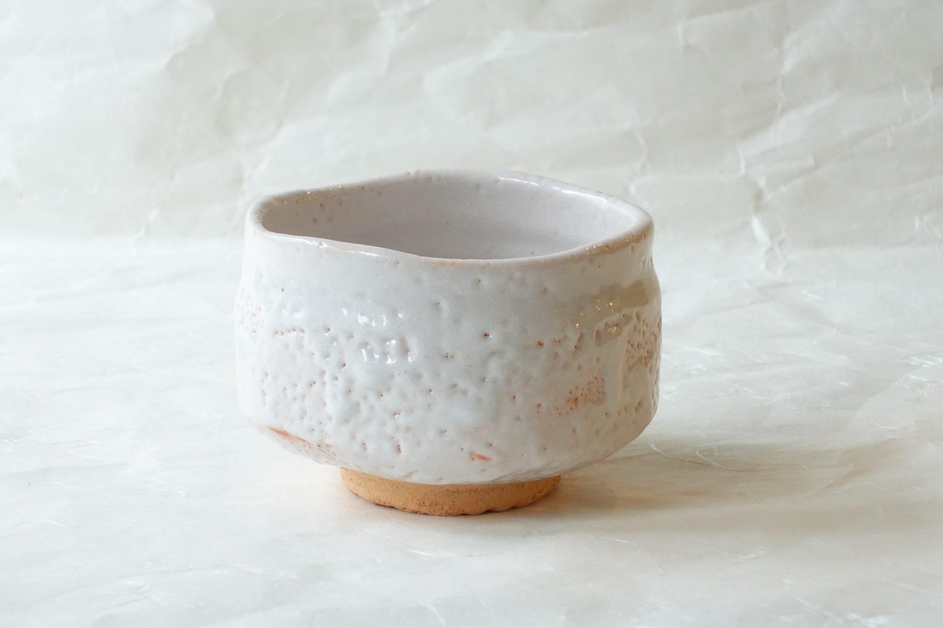茶道具 陶器 美濃焼 加藤義人 白志野 抹茶碗 志野焼 美濃焼独自の焼物 大ぶり 重量感 羽反り型 飲みやすい形状
