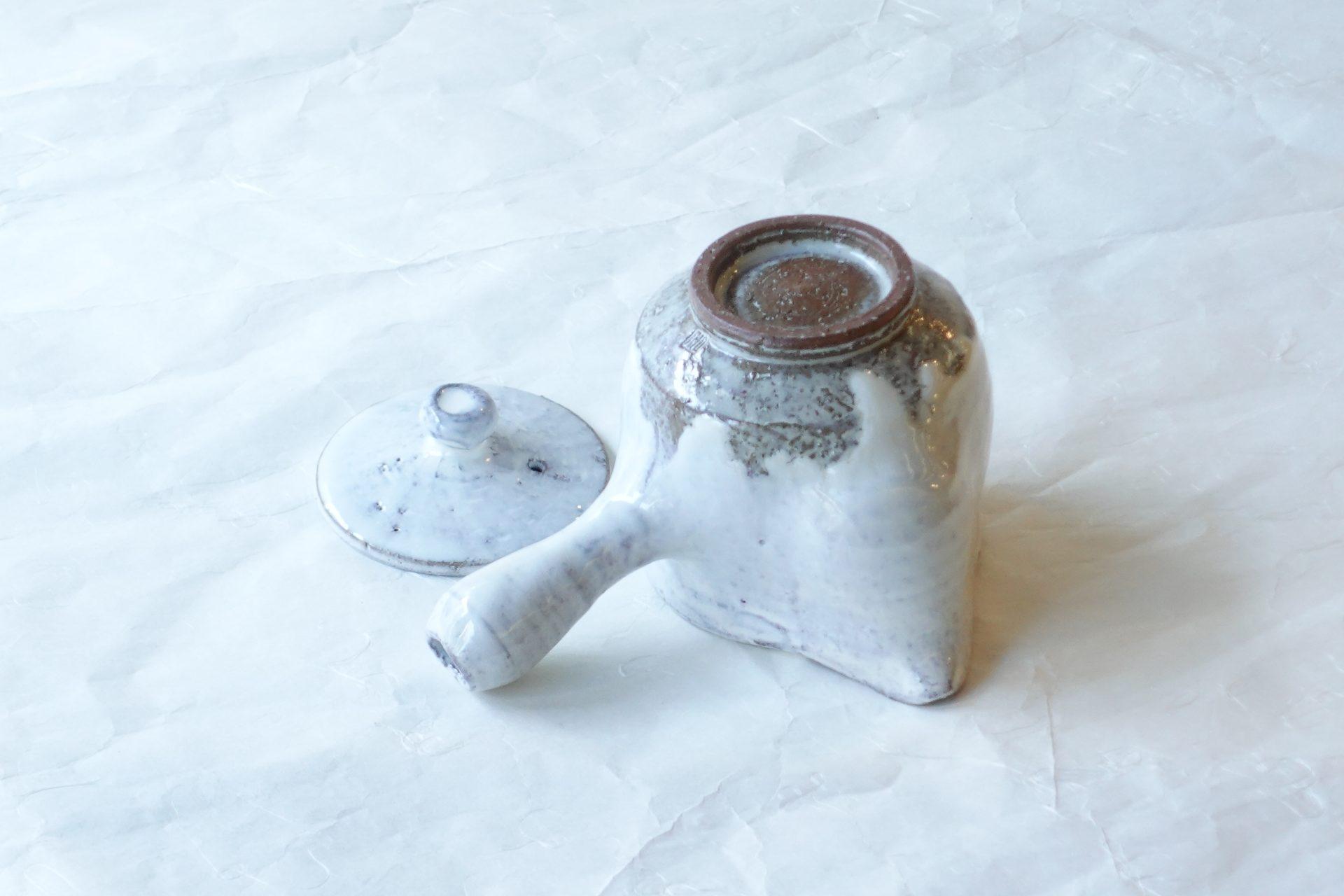 陶器 萩焼 白釉 急須 手づくり 貫入 口が広い 洗いやすい 高級感 機能的 使いやすい いい雰囲気 永年使い込む 時代がつく 大ぶり 茶葉捨てやすい 片手で注げる