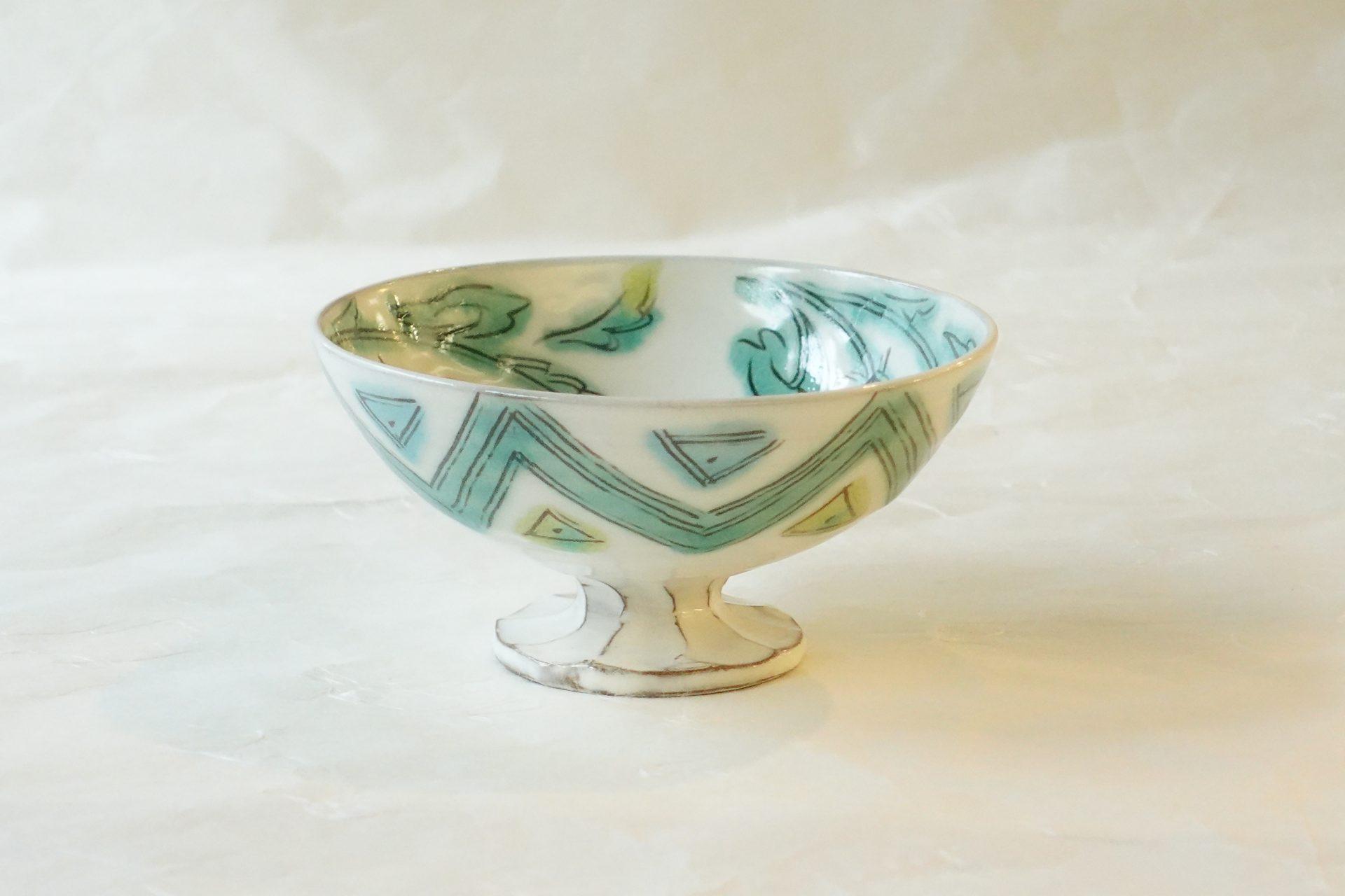 陶器 清水焼 野口繁次 釉彩草花文 5寸 高台鉢 白地 手づくり 粉引 さわやか 緑色 ガラスのよう 幾何学模様 足付き 特別感 小鉢として デザート 貫入 きれいな器