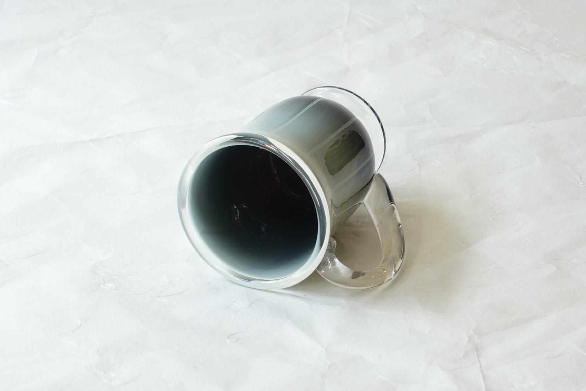 日本製 手づくり 耐熱ガラス マグカップ 窯変 神秘的 職人の技術 経験 美しい色彩 模様 グラデーション 芸術 握りやすい 飲みやすい 安定している 使いやすい 硬い 欠けにくい
