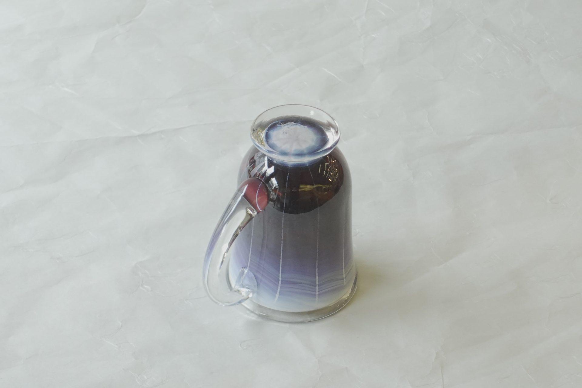 日本製 手づくり 耐熱ガラス マグカップ 窯変 美しい色彩 赤紫色 グラデーション 薄紫色 ストライプ 芸術 握りやすい 飲みやすい 安定 使いやすい 硬い 欠けにくいガラス