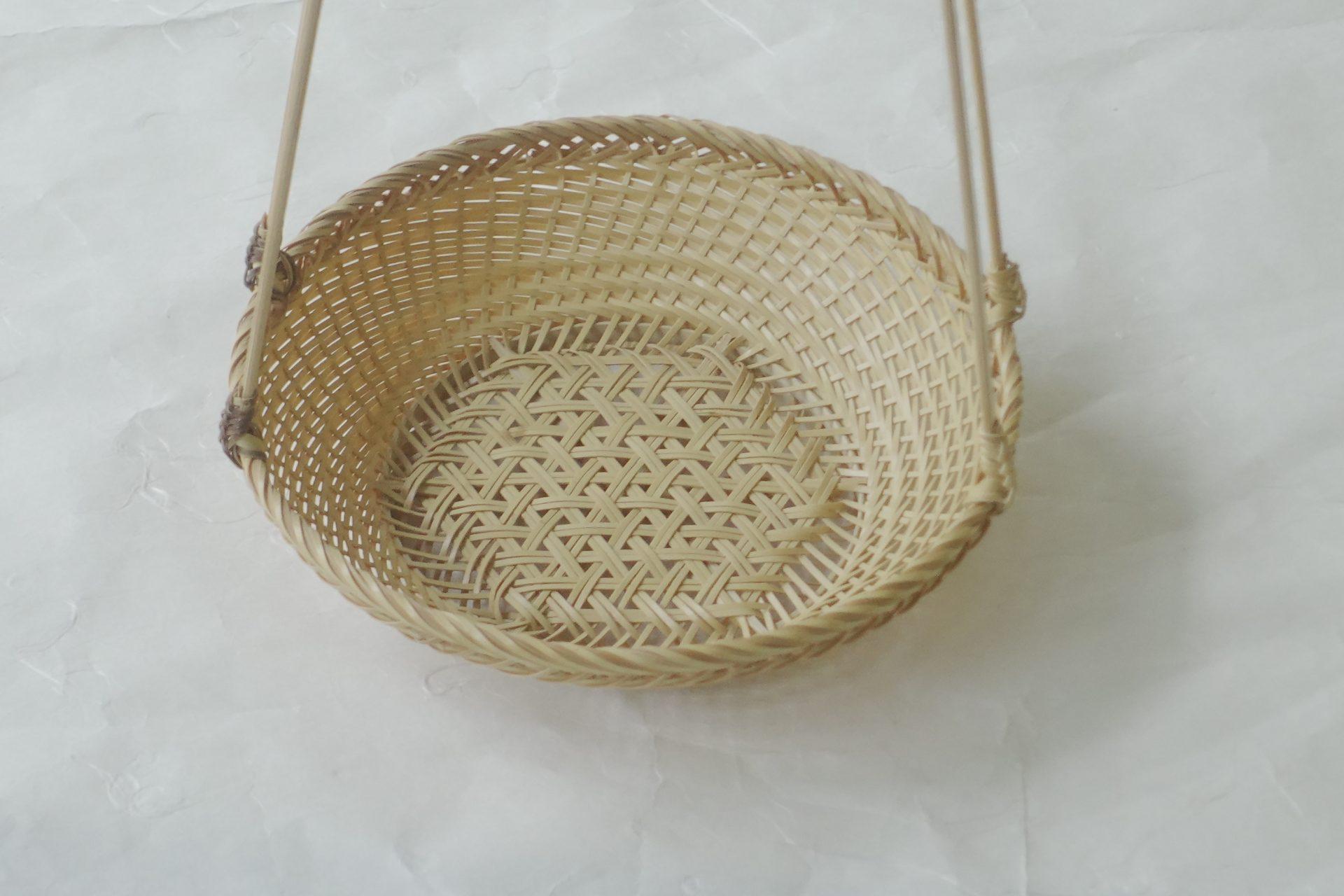 日本製 手付 廻し篭 お煎茶 急須を置く 持ち手 持ち運び 竹の編み 細かい 精巧 職人の熟練の技術 径が大きい 持ち手の高さ 使いやすい スムーズ 本格的 体裁がいい 話題