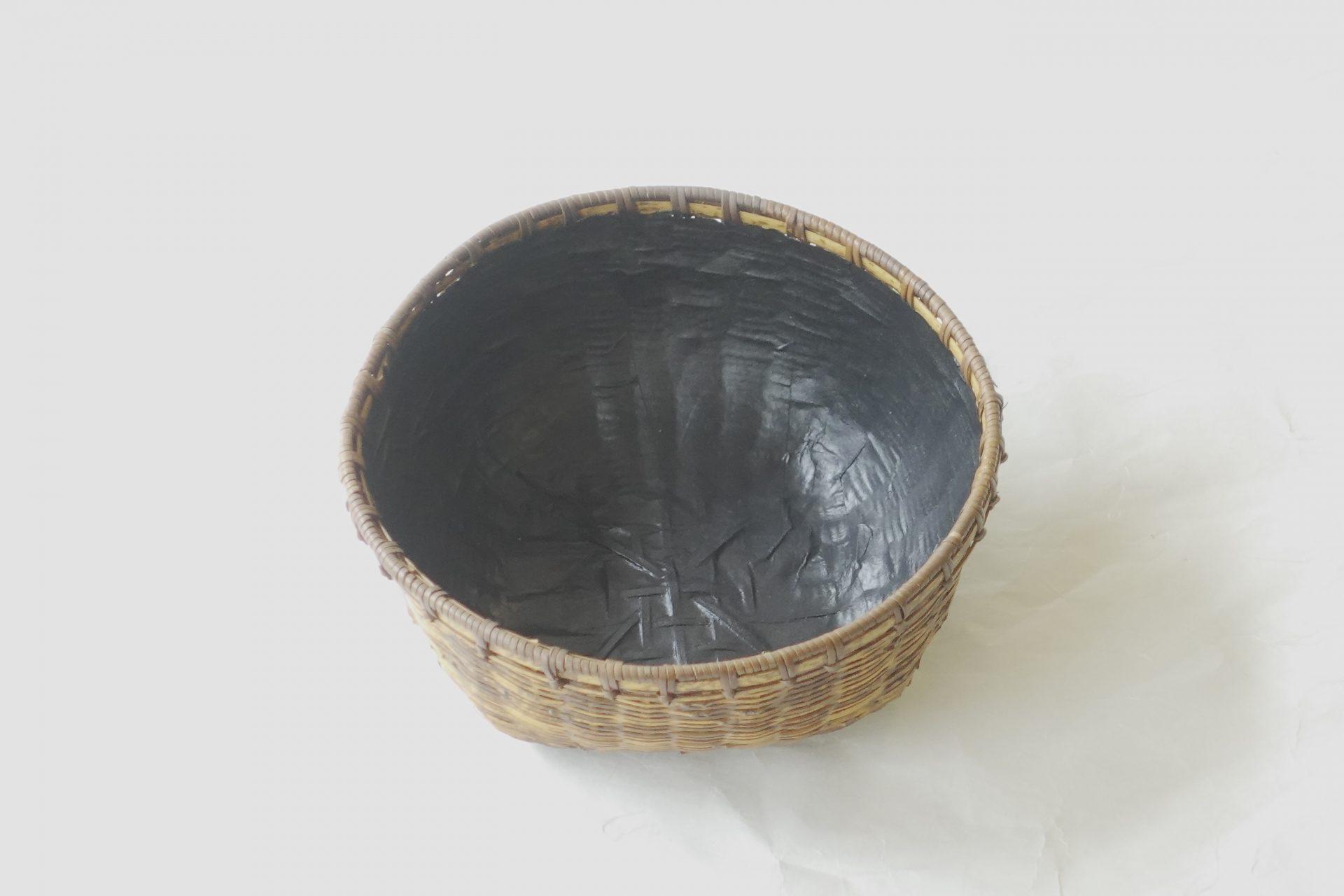 漆器 煎茶 竹製 炭斗 すみとり  炭を入れる器 細かい 高い技術 侘びた風情 底が平ら 多くのものが入る 使いやすい 和紙貼り 軽い 丈夫 割れにくい 小物入れ