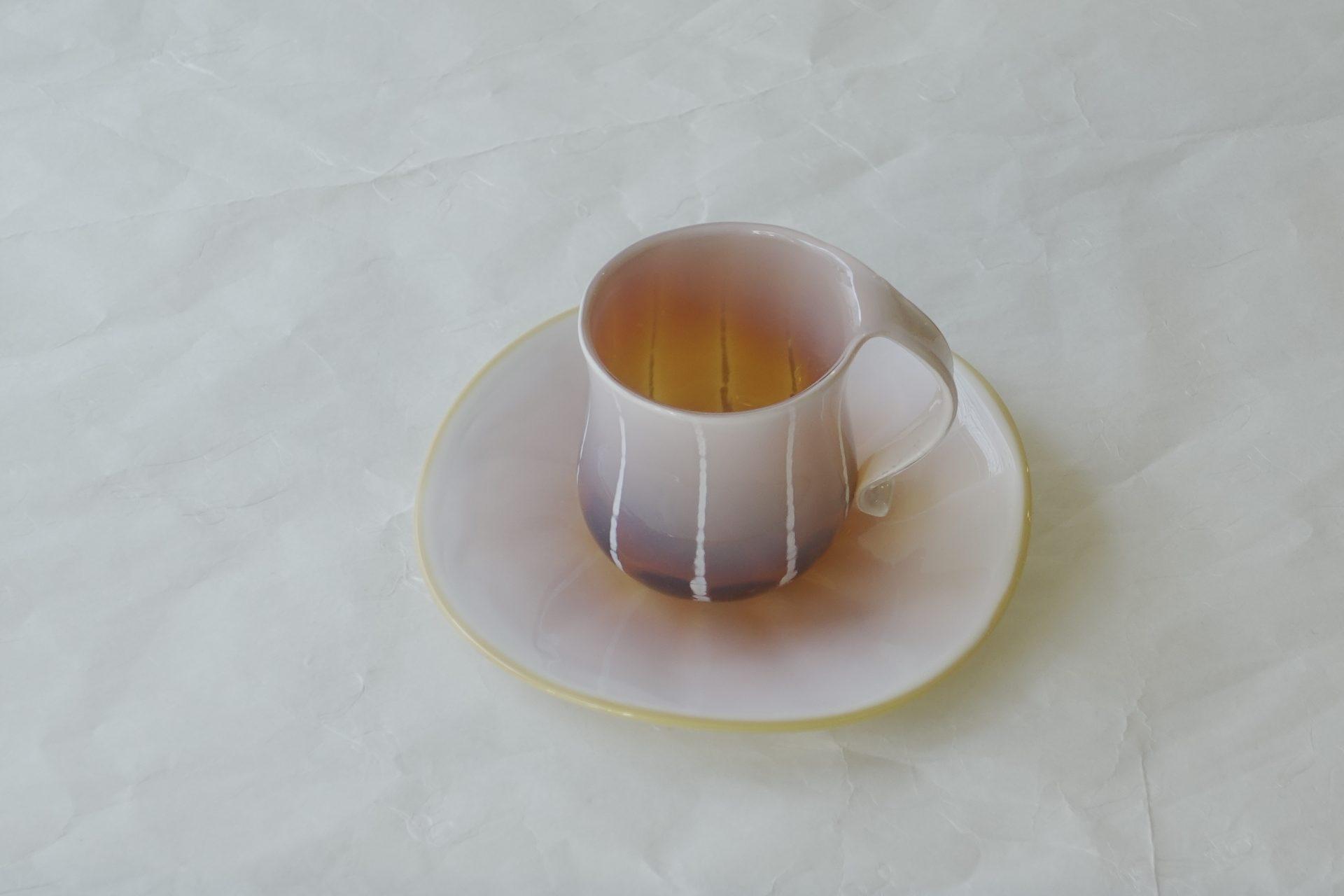 ガラス製品 日本製 手づくり 耐熱ガラス 職人の技術 美しい色彩 高度な技術 クリーム アンバー 芸術 硬い 欠けにくい