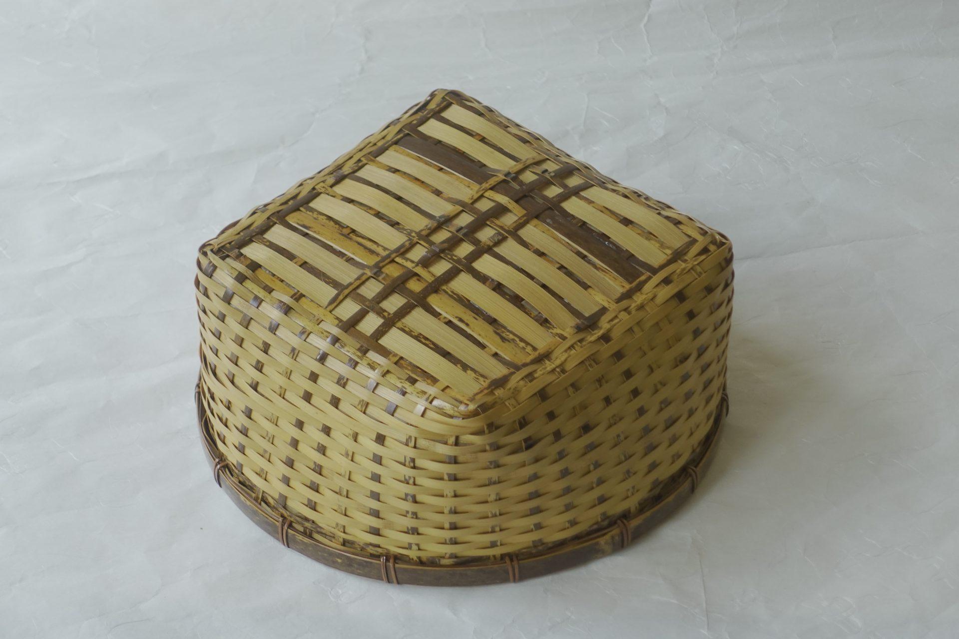 茶道具 茶道 茶の湯 日本製 炭斗 すみとり 風炉用 炭点前 炭 火箸 白竹 染竹 独特なデザイン 内側に紙 小ぶり 底は平ら 安定 軽い 割れない