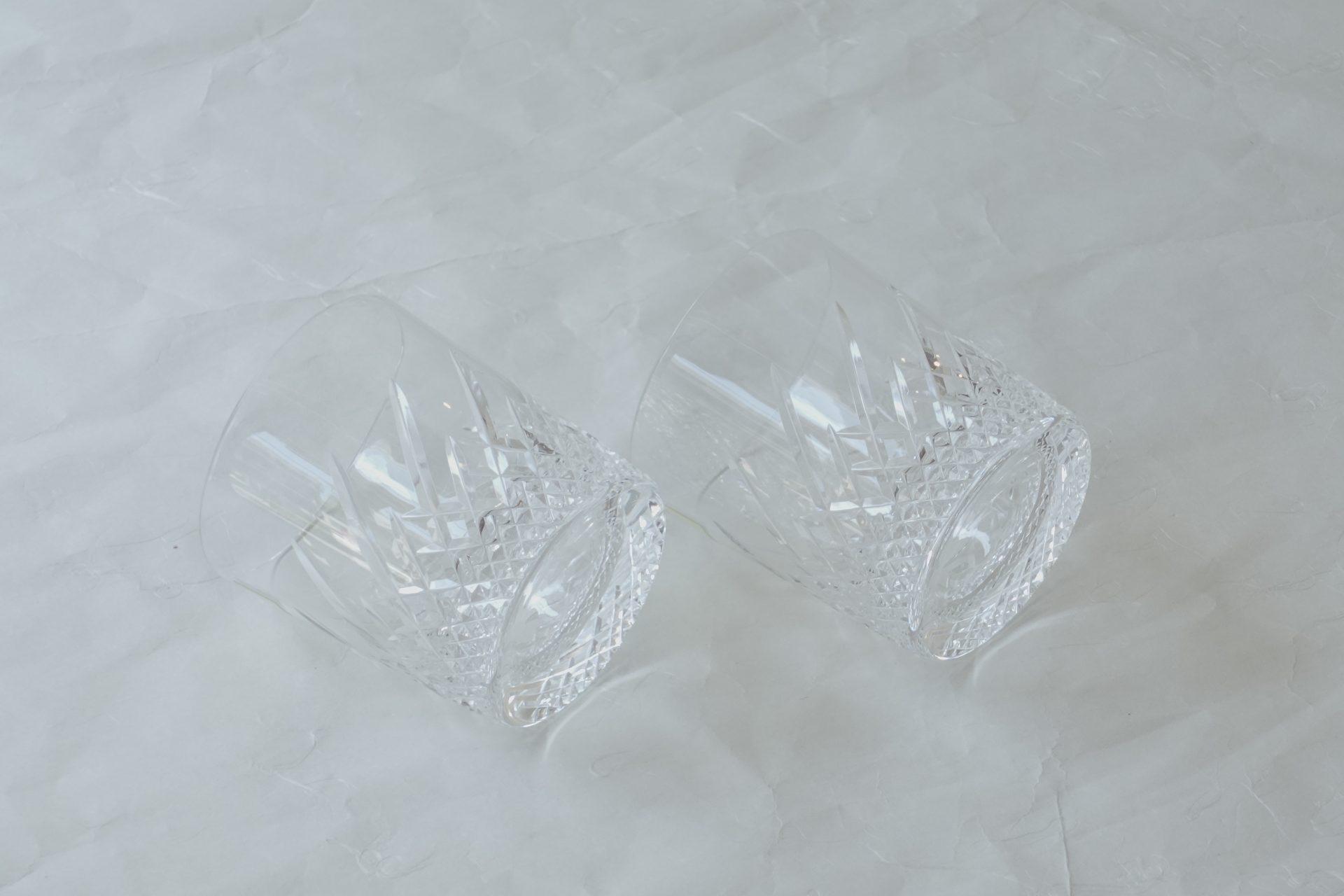 ガラス器 日本製 ハンドカット ロックグラス ペア クリスタルガラス 高い透明度 美しい輝き 水晶のように輝く 打音 音色が澄んで 余韻が残る 重量感 重厚感 高級感 高い技術 素材 カット技術 こだわったグラス 最上級 お酒 ほとんどの飲み物 口が広い 氷入れやすい 内側洗いやすい 安定感