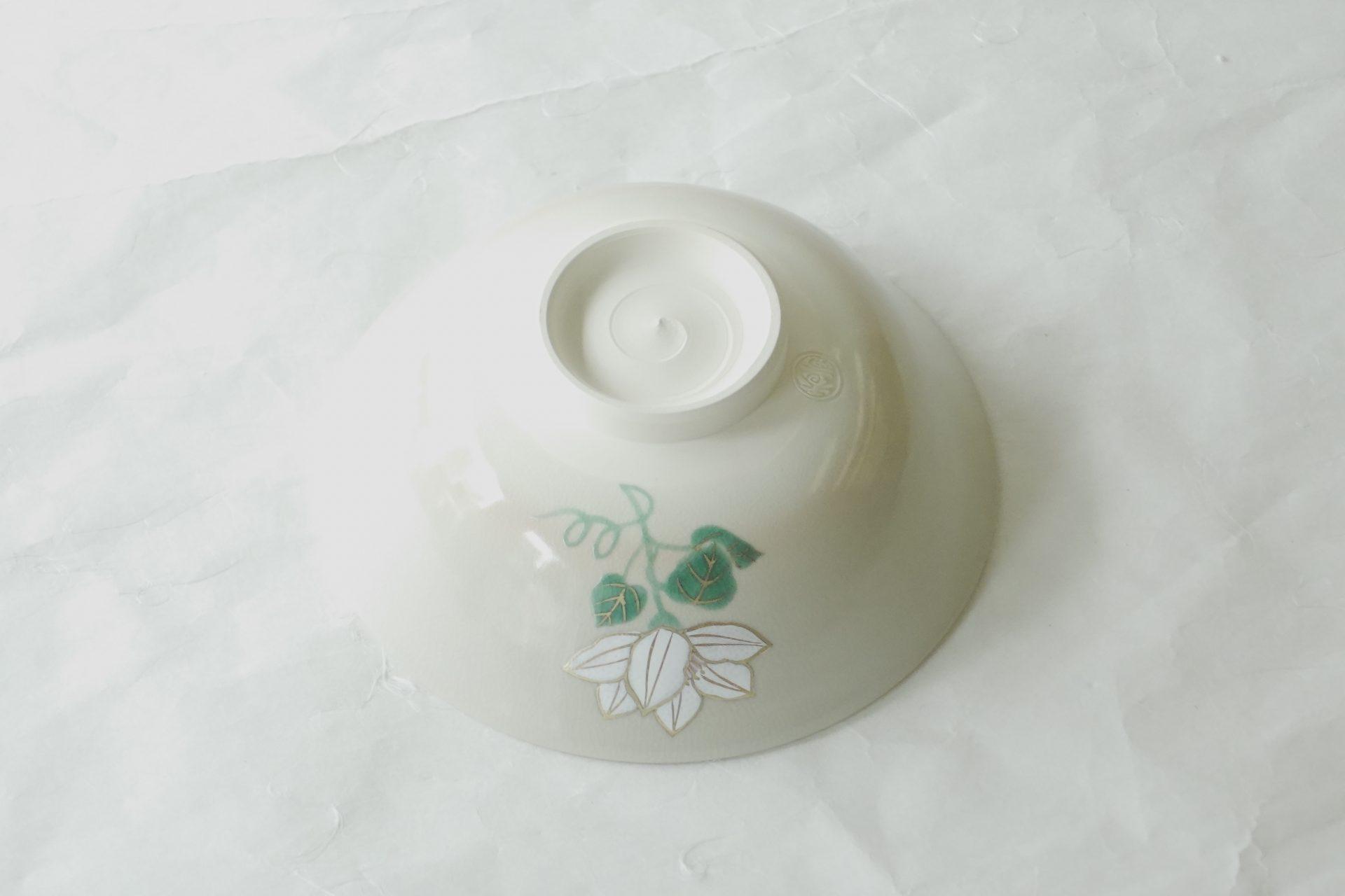 茶道具 茶の湯 茶道 陶器 抹茶碗 平茶碗 夏茶碗 鉄線 夏のさわやかな情景 緑の葉 金線 豪華さ 手におさまる ちょうどいいサイズ 軽い 扱いやすい
