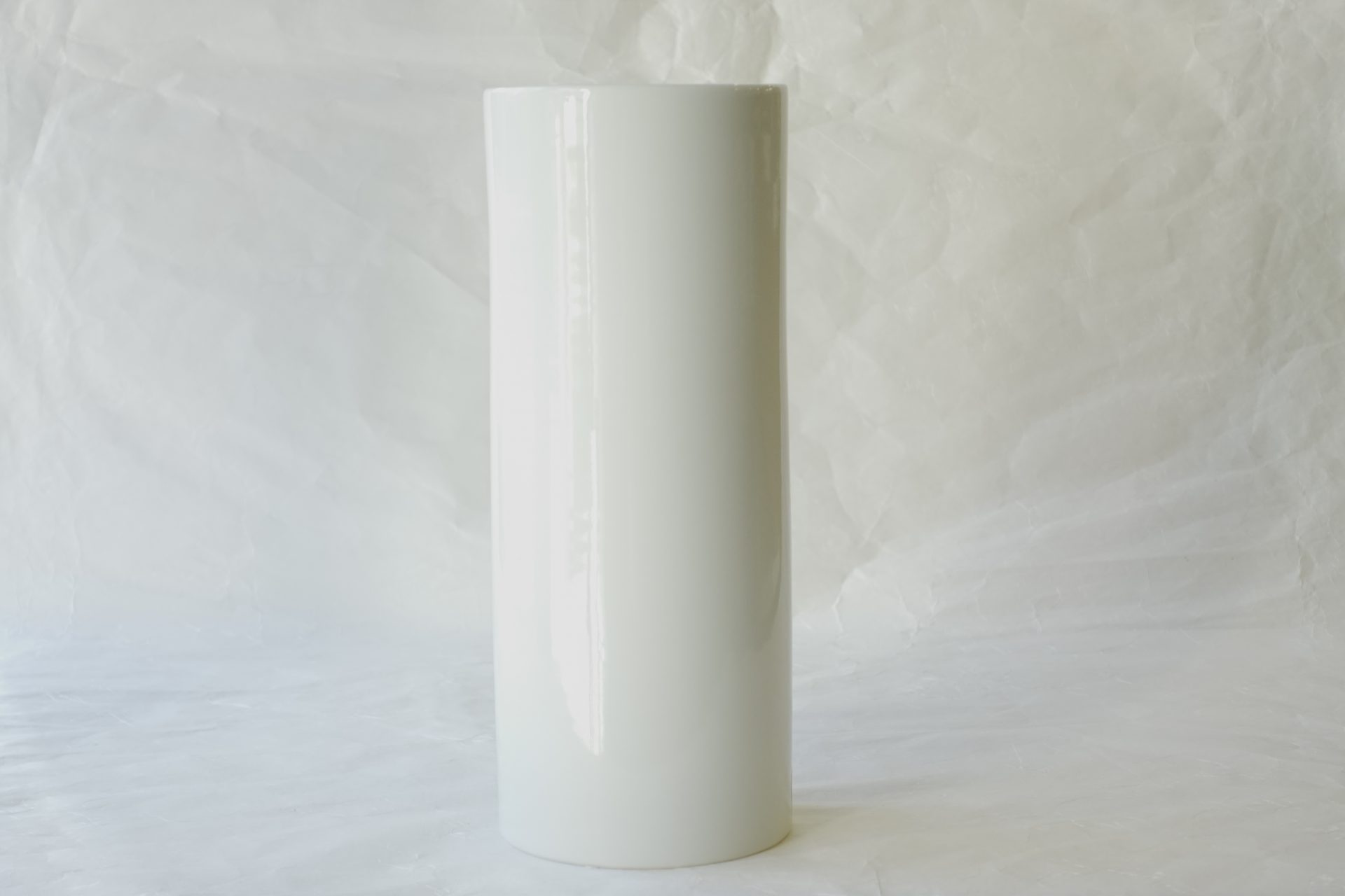 陶磁器 砥部焼 白磁 花瓶 花を引き立てる 飽きが来ないデザイン 透明感 美しい風合い ろくろ目 手づくり感 無地 シンプル 投げ入れ 簡単 花器 花を活ける ほとんどの花の色に合わせる 花を選ばない 洋花 汎用性高い 日本製 和の器 食器 贈り物 ギフト 記念品 引出物 法要 お返し 専門店 リアル店舗 高品質 安らぎ いやし よりおいしく 安心 機能的 長持ち 人気 おすすめ 高機能 ネット通販 ネットショップ セレクトショップ 欲しい 購入 買う 買い物 岐阜県 岐阜市 美殿町 小林漆陶 特別な 選び抜かれた 品質重視 使いやすい 格安 老舗 誕生日 結婚 出産 入学 退職 母の日 父の日 敬老の日 クリスマス プレゼント 叙勲 長寿 新築 お祝い 御礼 内祝い 外国土産 海外みやげ 実店舗 使うと分かる 職人技 日本一の品揃え 日本一の在庫数 専門店 専門知識 百貨店にない 手作り お洒落 高級品 希少価値 上質な器 伝統工芸品 コスパ お値打ち お買い得 堅牢 飽きない 永く使える お気に入り 国産 料理が映える 満足感 豊かな食生活 豊かな食文化 こだわりの器 日本文化 他にない ここにしかない オリジナル 独自の 個性的 ここでしか買えない 超レアもの 一品もの 現品限り 入手困難 いい器 匠の技 美しい 実用的 外人が喜ぶ店 外人が珍しがる店 外人がうれしい店 日本各地の一級品を売る店 日本全国の器を売る店 本当にいいもの コスパ高い 一流品 修理 選りすぐりの逸品 周年記念 永年勤続表彰 退職記念 卒業記念 日本土産 岐阜土産 岐阜のおみやげ 岐阜の特産品 料理を引き立てる器 高級店 一流店 岐阜で一番 東海で一番 中部で一番 日本で一番 おしゃれな店 地域一番店